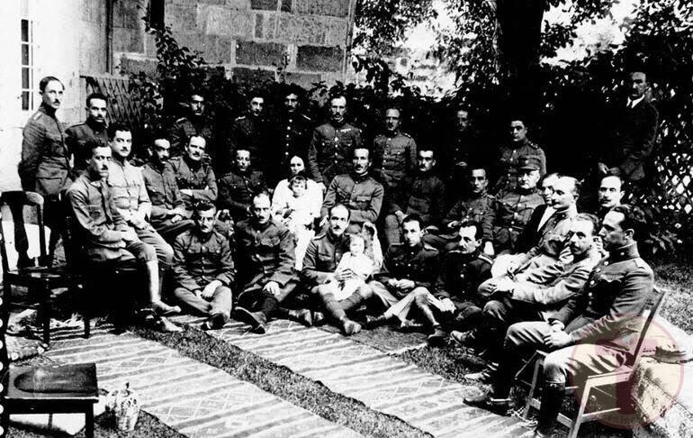 Yunan esir subaylar